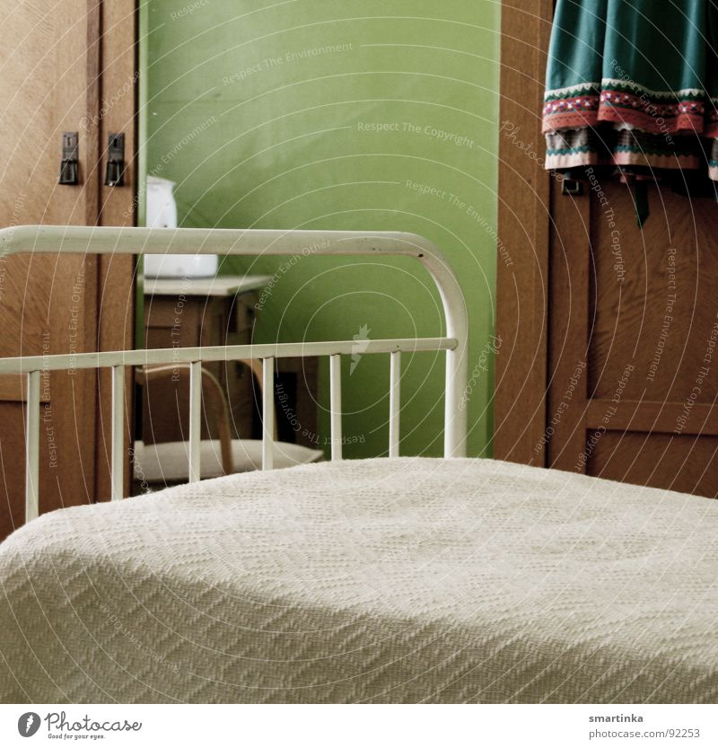 good night Bed Cupboard Mirror Hard Room Grief Historic crib sleeping place Sparse maidservant Sadness Arm Loneliness