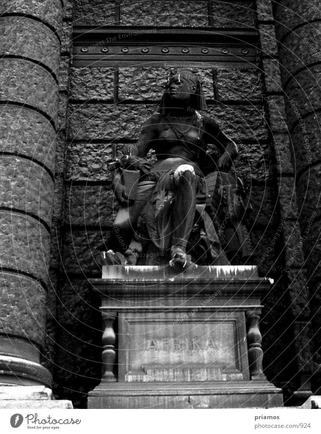 statue Statue Manmade structures Decline Museum Old Black & white photo
