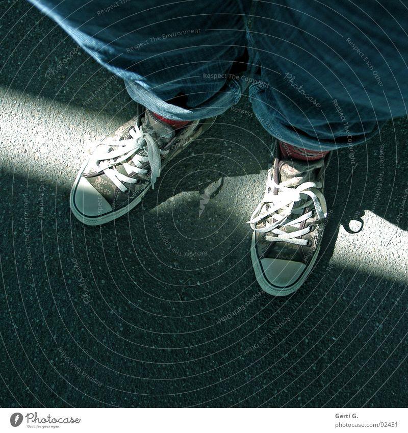 Blue Street Lamp Dark Feet Lanes & trails Footwear Legs Bright Brown Clothing Jeans In pairs Leisure and hobbies Asphalt Radiation