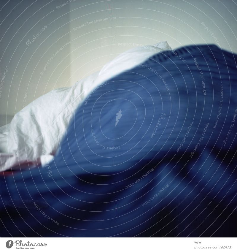 slept in or iceberg Bed Second-hand Alert Duvet White Cold Soft Wrinkles Cloth Textiles Progress Sleep Arise Esthetic Depth of field Bedroom Leisure and hobbies
