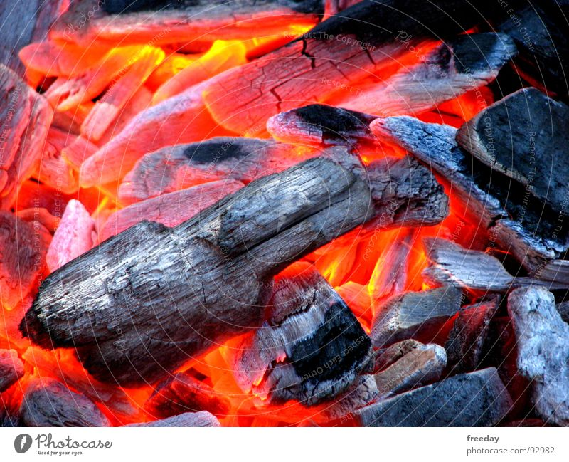 ::: The embers, is good 2 ::: Barbecue (event) Embers Hot Charcoal Burn Glow Smoke Red Carbon dioxide Ignite Melt Lava Warmth Wood embers Fireplace Physics Cozy
