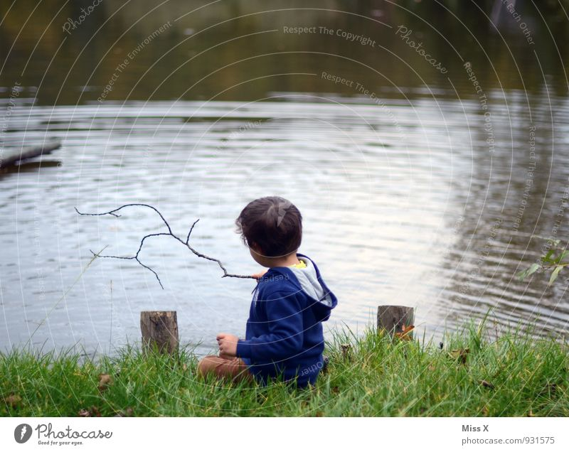 Human being Child Relaxation Coast Boy (child) Playing Swimming & Bathing Lake Moody Masculine Leisure and hobbies Idyll Sit Infancy Wet Trip