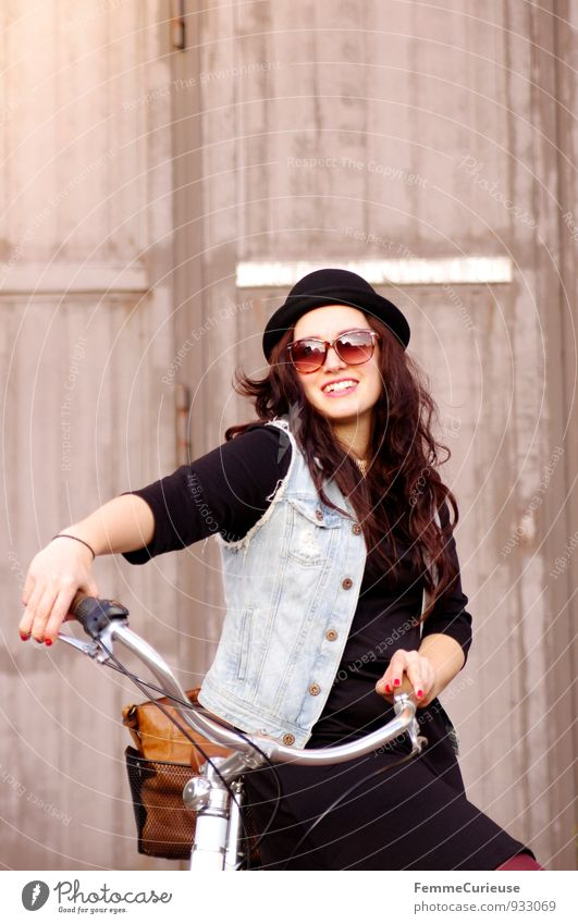 Human being Woman Youth (Young adults) Young woman Joy 18 - 30 years Adults Feminine Style Lifestyle Leisure and hobbies Contentment Modern Smiling Joie de vivre (Vitality) Cycling