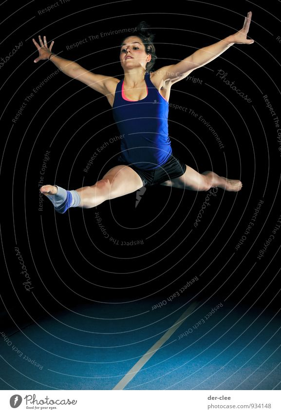 splayed Elegant Body Acrobatics Sports Sportsperson Jumping power Ankle joint Gymnastics Child Human being Feminine Young woman Youth (Young adults) Woman