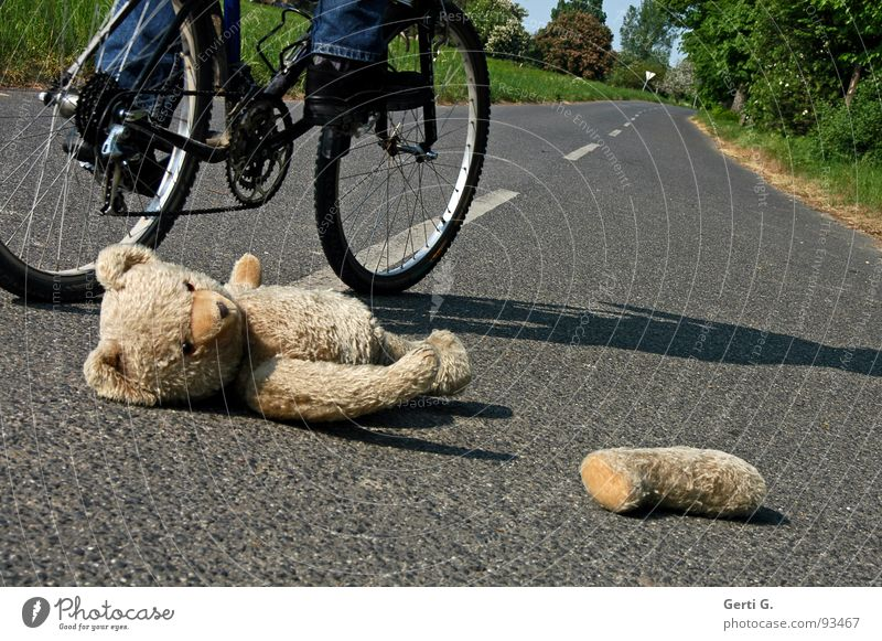look funny Accident Voyeuristic First Aid Traffic accident Middle of the road Bicycle Lie Bicycle tyre Tracks Teddy bear Toys Cuddly toy Doomed Roadside