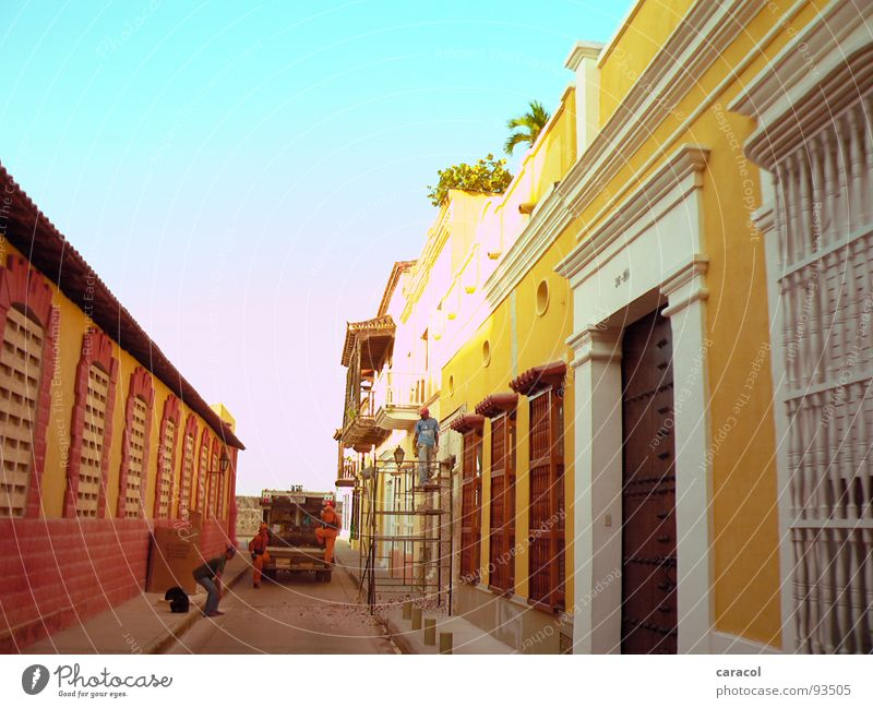 Old Sky Sun Blue City Red House (Residential Structure) Yellow Wall (building) Car Warmth Architecture Construction site Physics Trash Historic