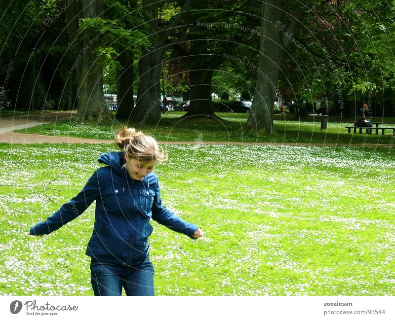 zest for life Woman Happiness Meadow Green Park Tree Daisy Flower Jump Joie de vivre (Vitality) Spring Exterior shot Snapshot Joy Happy Enthusiasm Germany