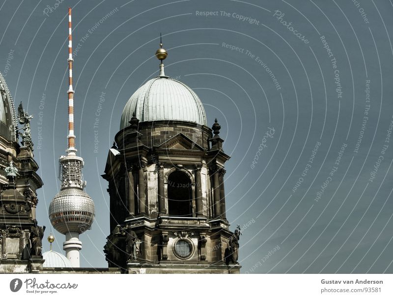 sky blue Green Roof Helmet Dark Places Clouds Domed roof Antenna Red White Concrete Natural stone Landmark Monument Blue Sky coin Stone Metal Tower Berlin alex