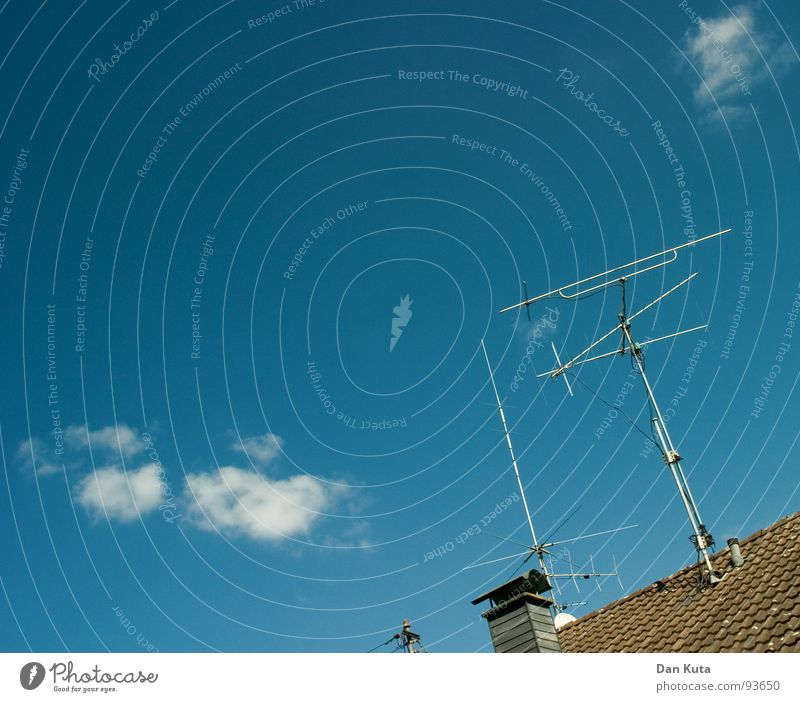 Sky Blue Clouds Roof Television Brick Radio (broadcasting) Beautiful weather Chimney Antenna Progress Cumulus Radio technology ARD ZDF
