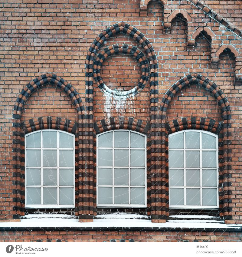 old farm Old town House (Residential Structure) Factory Church Dome Ruin Wall (barrier) Wall (building) Facade Window Stone Dirty Window arch Rose window Brick