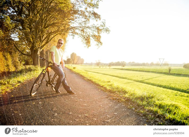 Human being Man Summer Far-off places Adults Warmth Street Autumn Meadow Lanes & trails Sports Leisure and hobbies Bicycle Stand Wait Trip
