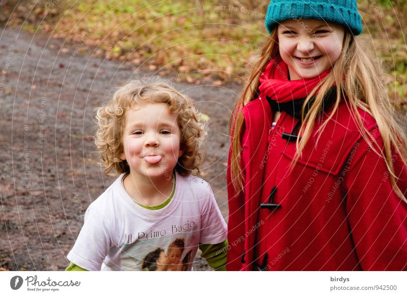 2 funny fun birds Child Girl Brothers and sisters Friendship Infancy Human being 3 - 8 years 8 - 13 years Blonde Long-haired Curl Laughter Illuminate Brash