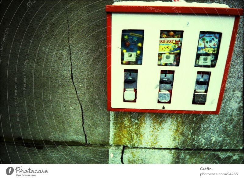 White Red Joy Snow Wall (barrier) Infancy Curiosity Candy Crack & Rip & Tear Nostalgia Memory Chewing gum Vending machine Food Cross processing