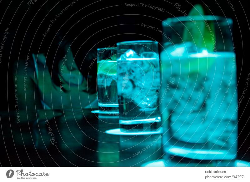 aurora Table Valencia Spain Woman Light Cyan Yellow Green Glass Ice cube Vodka Sparkling wine Lemon Beverage Cocktail Night Club Gastronomy Criminal Criminality