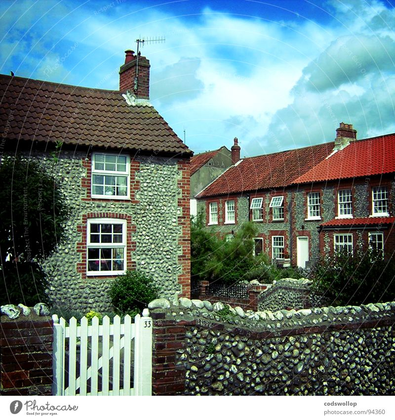 33 Jolly Sailor Yard Cottage Fishing village Fold Front garden Flat (apartment) Coast Wall (building) Historic Household pebble flintstone north norfolk Gate