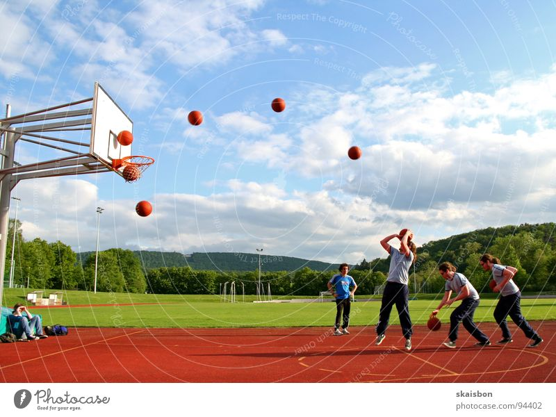 Sports Playing Movement Jump Line Field Leisure and hobbies Walking Success Action Posture Observe Beautiful weather Point Row Indicate
