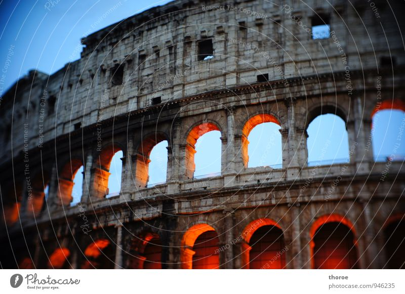 roma Town Downtown Old town Deserted Ruin Manmade structures Architecture Wall (barrier) Wall (building) Facade Tourist Attraction Landmark Monument Colosseum
