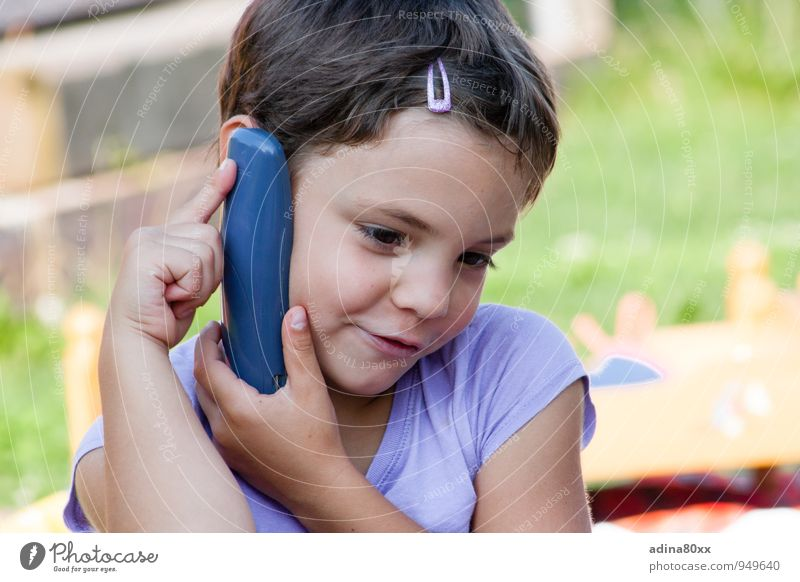 Telephoning with Grandma Leisure and hobbies Playing Parenting Education Kindergarten Telephone Girl Think To talk Listening Communicate