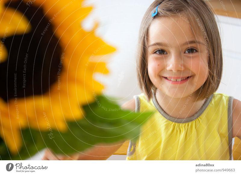 sun child Parenting Education Schoolchild Girl Beautiful Natural Yellow Joie de vivre (Vitality) Safety (feeling of) Sympathy Friendship Caution Honest
