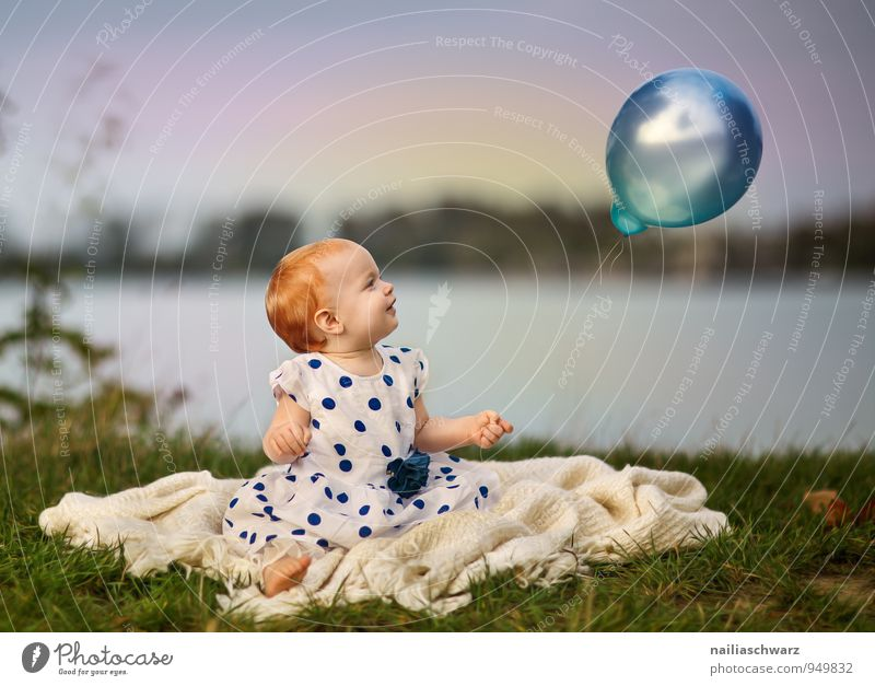 Girls and the balloon Human being Feminine Child Baby Toddler Infancy 1 0 - 12 months Nature Lakeside Pond Clothing Red-haired Balloon Observe Flying Illuminate