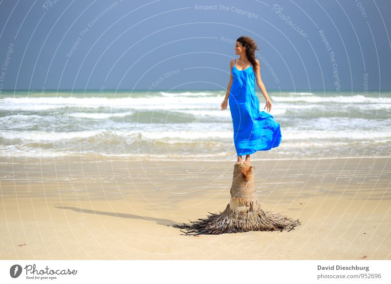 Feel the wind Vacation & Travel Freedom Summer vacation Feminine Young woman Youth (Young adults) 1 Human being 18 - 30 years Adults Landscape Water Sky Horizon