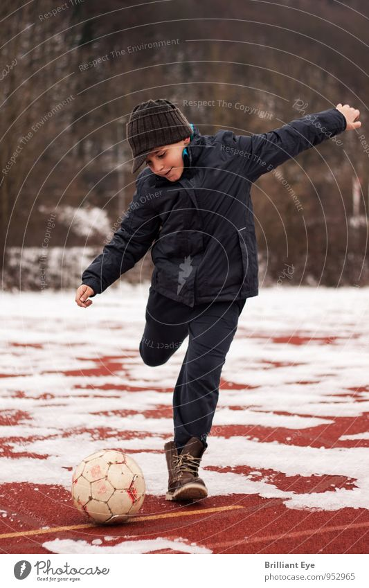 Human being Child Joy Cold Life Movement Emotions Boy (child) Snow Natural Sports Masculine Lifestyle Ice Contentment Authentic