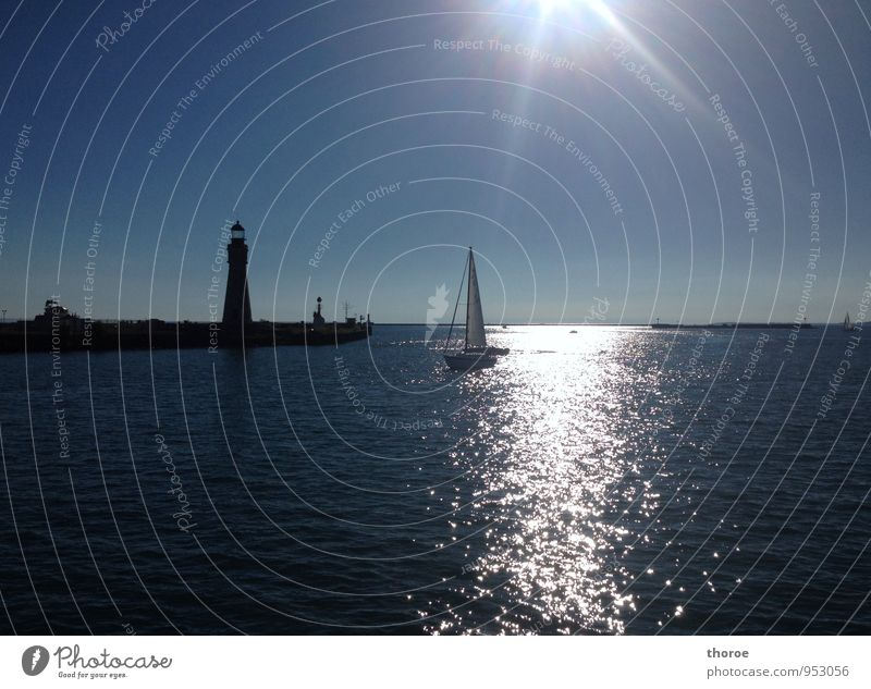 Lake Erie Nature Water Sky Cloudless sky Sun Sunlight Summer Beautiful weather Warmth Lakeside buffalo USA Americas Great Lakes Deserted Navigation Harbour