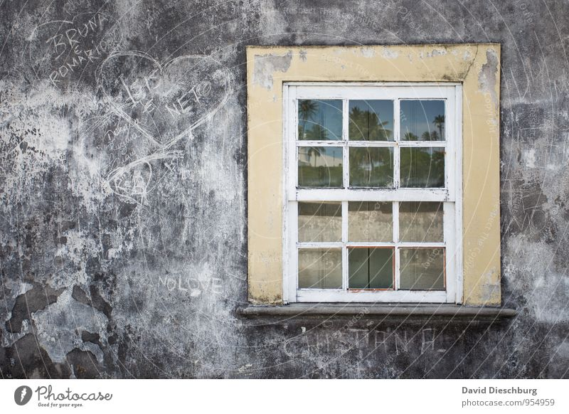 Sky Vacation & Travel Old Blue White Black Window Yellow Wall (building) Travel photography Graffiti Wall (barrier) Gray Stone Facade Glass