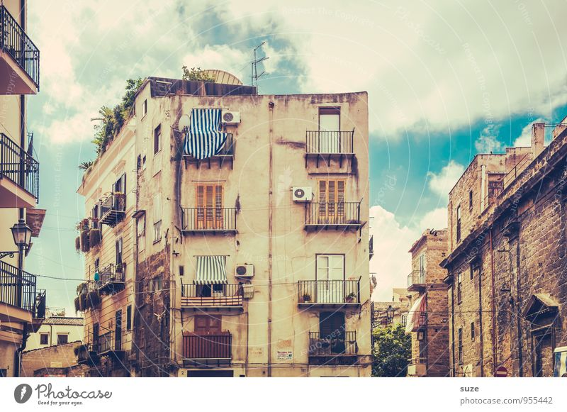 Vacation & Travel Old City Travel photography Architecture Building Style Facade Dirty Living or residing Gloomy Authentic Climate Transience Culture Italy