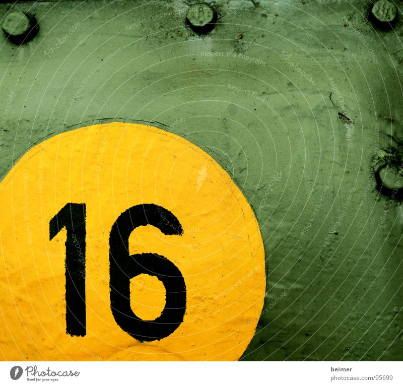 Round 16 Digits and numbers Circle Yellow Green Tank Steel Tin Screw Multicoloured War Colour