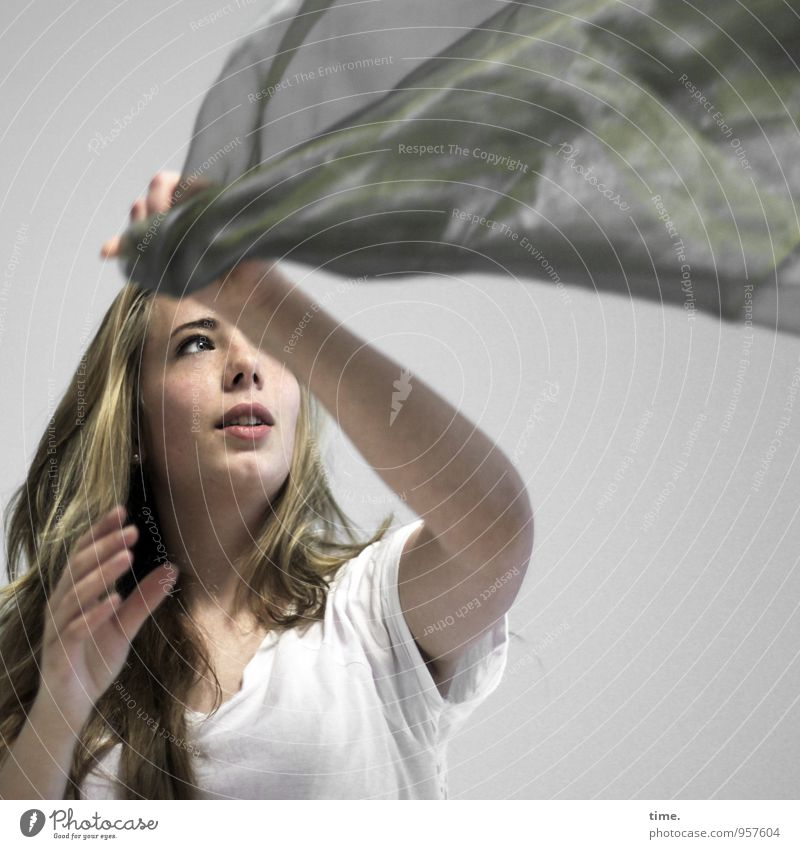 Human being Youth (Young adults) Young woman Feminine Sports Blonde Observe To hold on T-shirt Cloth Concentrate Testing & Control Long-haired Ease Throw