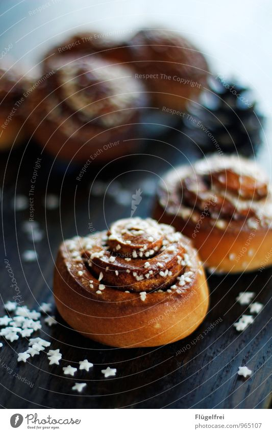 Cinnamon rolls To have a coffee Delicious cinnamon buns Baked goods Christmas & Advent Star (Symbol) Dish Cone Decoration Sugar Candy Table Wooden table Café