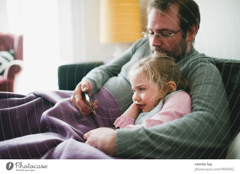 media education Flat (apartment) Room Living room Cellphone Entertainment electronics Human being Toddler Girl Young man Youth (Young adults) Man Adults Father