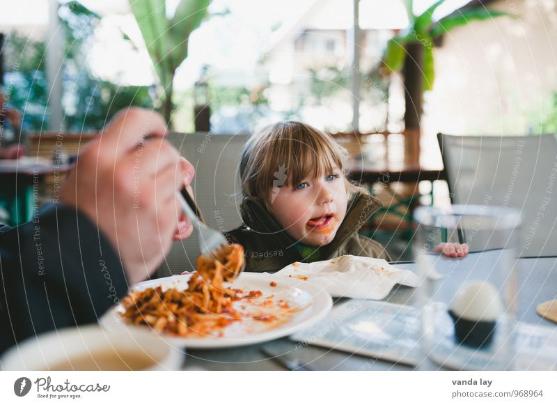 spaghetti Nutrition Eating Lunch Dinner Vegetarian diet Fast food Italian Food Human being Child Girl Parents Adults 2 1 - 3 years Toddler smudged Colour photo