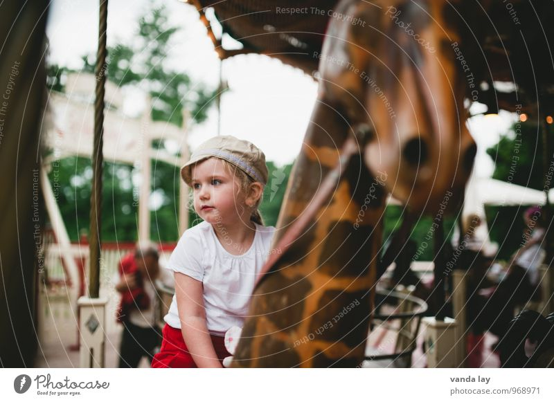merry-go-round Leisure and hobbies Event Oktoberfest Fairs & Carnivals Human being Child Girl Infancy 1 1 - 3 years Toddler 3 - 8 years Cap Giraffe Carousel