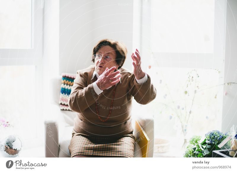 Human being Woman Life Senior citizen Feminine To talk Living or residing 60 years and older Communicate Female senior Relationship Grandmother Argument Gesture