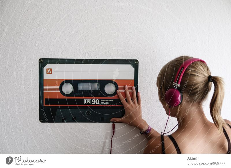 Mix-Tape 90's Lifestyle Style Joy Leisure and hobbies Music Club Disco Feasts & Celebrations MP3 player Feminine Young woman Youth (Young adults) 13 - 18 years