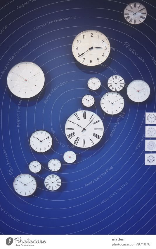 Blue White Black Wall (building) Going Clock Clock face Round Hang Sharp-edged Hour hand Format Minute hand Clock hand