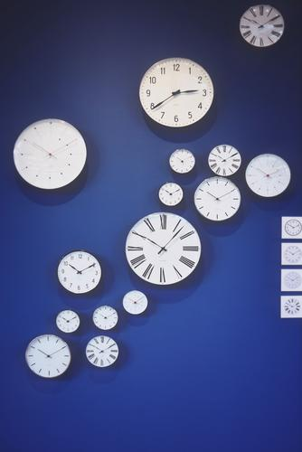 last hour Clock Going Hang Blue Black White Clock face Clock hand Wall (building) Format Minute hand Hour hand Round Sharp-edged Colour photo Interior shot