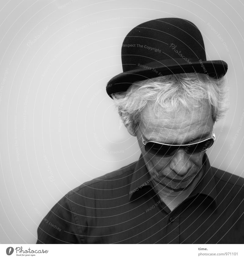 . Masculine Man Adults 1 Human being Shirt Sunglasses Top hat Gray-haired Short-haired Observe Think Listen to music Looking Wait Idea Inspiration Concentrate