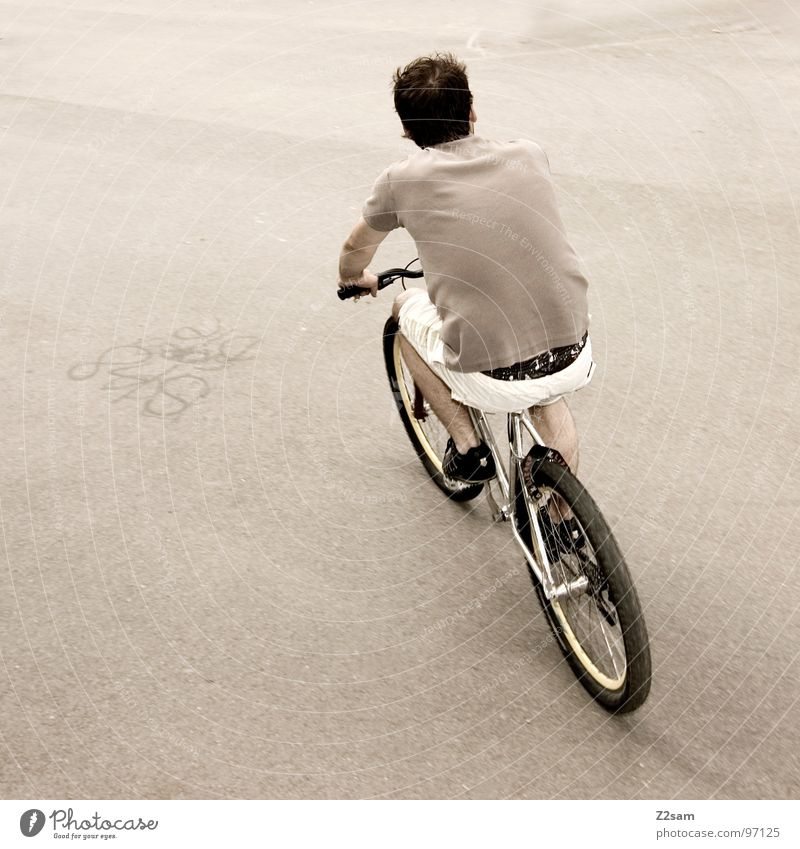 Man Youth (Young adults) White Gray Movement Bicycle Back Gloomy Cool (slang) Driving Simple Vehicle Shorts Easygoing Tar Coil