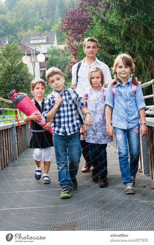 Let's go to school! With mixed feelings... Parenting Education Study Schoolchild Student Child Man Adults Family & Relations Friendship 5 Human being Brave