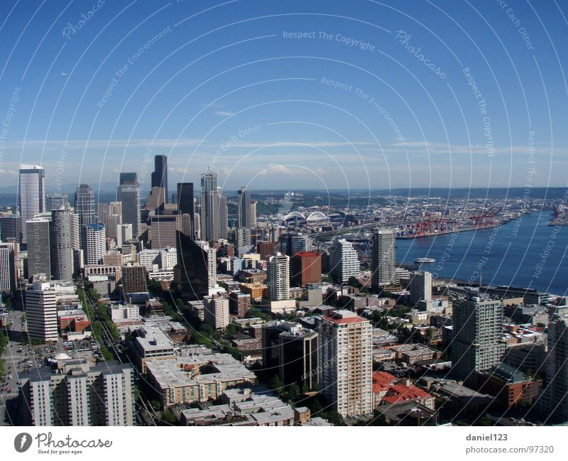 CityLife. Seattle Traffic infrastructure USA bay Mount Rainier Pacific North West space needle Puget Sound Town