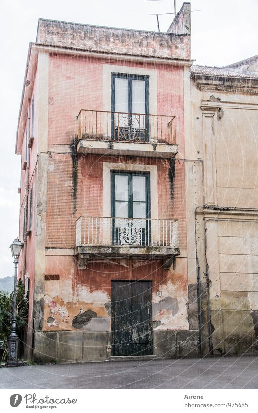 Old Water House (Residential Structure) Dark Cold Sadness Gray Pink Facade Rain Living or residing Gloomy Wet Elements Italy Historic