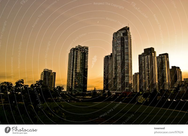 Sky City Summer Architecture High-rise Modern Skyline Dusk Vancouver Cloudless sky Modern architecture Clear sky