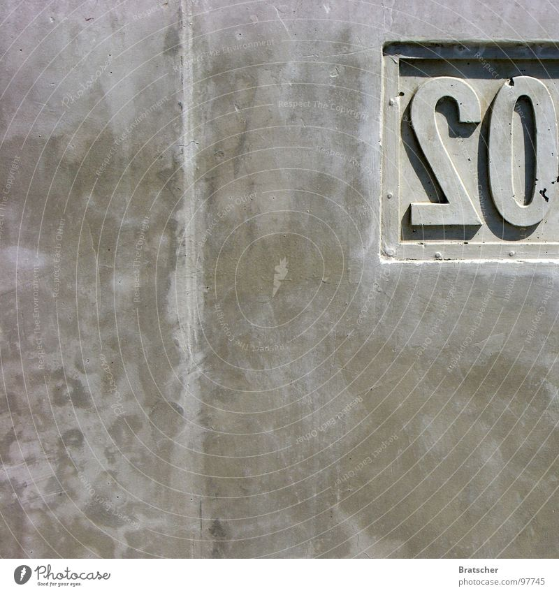 Wall (building) Gray Stone Concrete Digits and numbers Mirror Piano Mirror image 20 Subsoil Minerals Concrete wall