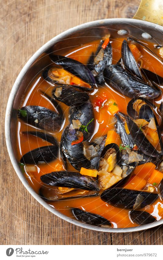 seashells Food Seafood Pot Cheap Good Mussel Mussel shell Food photograph Eating Cooking Tomato sauce Wooden board Rustic Deserted Carrot Sauce Copper