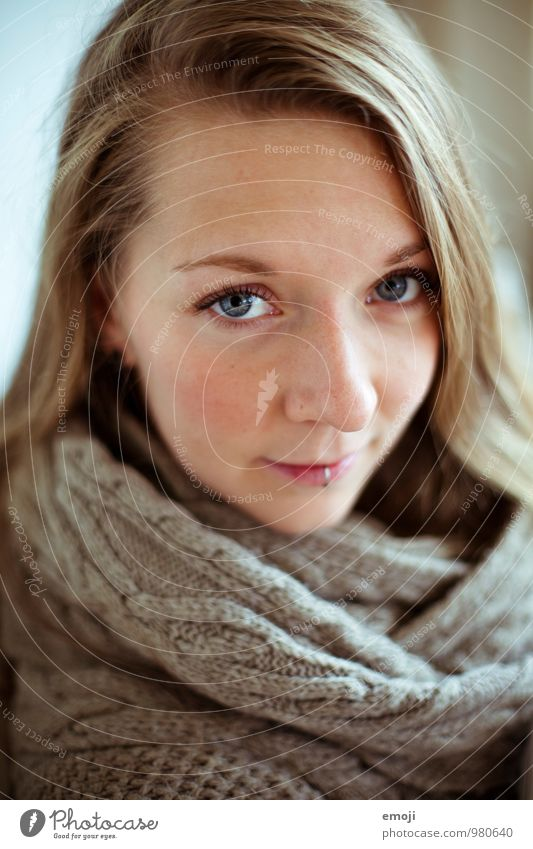 * Feminine Young woman Youth (Young adults) Face 1 Human being 18 - 30 years Adults Uniqueness Colour photo Interior shot Day Shallow depth of field