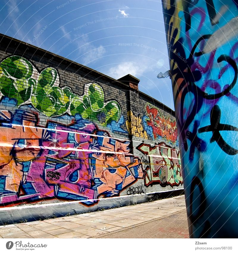 Sky Clouds Colour Wall (building) Graffiti Wall (barrier) Art Modern Cool (slang) Letters (alphabet) Brick Creativity Munich Painting and drawing (object) Quarter Easygoing