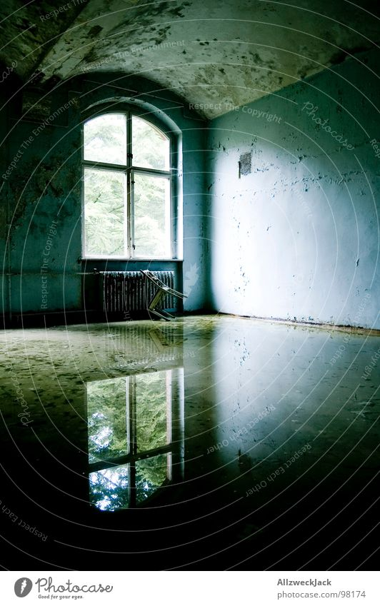 gleaming Dirty Flood Water damage Mirror Reflection Weather Glittering Window Window transom and mullion Light Shaft of light Loneliness Gloomy Tidy up